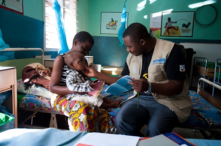 On 28 June 2016, Felegesi Norman, 36, holds her son Brian Norman, 18 months, on her lap as UNICEF Food Management and Nutrition Officer Misheck Mwambakulu, 28, greets Brian at the Balaka district hospital in Malawi.   The 2015-2016 El Niño's devastating impact on children is worsening, as hunger, malnutrition and disease continue to increase following the severe droughts and floods spawned by the event, one of the strongest on record. There is a strong chance La Niña – El Niño's flip side – could strike at some stage this year, further exacerbating a severe humanitarian crisis that is affecting millions of children in some of the most vulnerable communities, UNICEF said in a report called It's not over – El Niño's impact on children.   Children in the worst affected areas are going hungry. In Eastern and Southern Africa – the worst hit regions – some 26.5 million children need support, including more than one million who need treatment for severe acute malnutrition.  In many countries, already strained resources, have reached their limits, and affected families have exhausted their coping mechanisms – such as selling off assets and skipping meals. Unless more aid is forthcoming, including urgent nutritional support for young children, decades of development progress could be eroded.  The 2015-2016 El Niño's devastating impact on children is worsening, as hunger, malnutrition and disease continue to increase following the severe droughts and floods spawned by the event, one of the strongest on record. There is a strong chance La Niña – El Niño's flip side – could strike at some stage this year, further exacerbating a severe humanitarian crisis that is affecting millions of children in some of the most vulnerable communities, UNICEF said in a report called It's not over – El Niño's impact on children.   Children in the worst affected areas are going hungry. In Eastern and Southern Africa – the worst hit regions – some 26