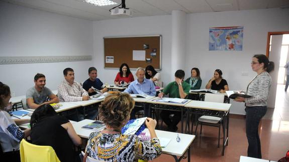Espa a educaci n busca con urgencia docentes de 11 for Plazas de docentes 2016